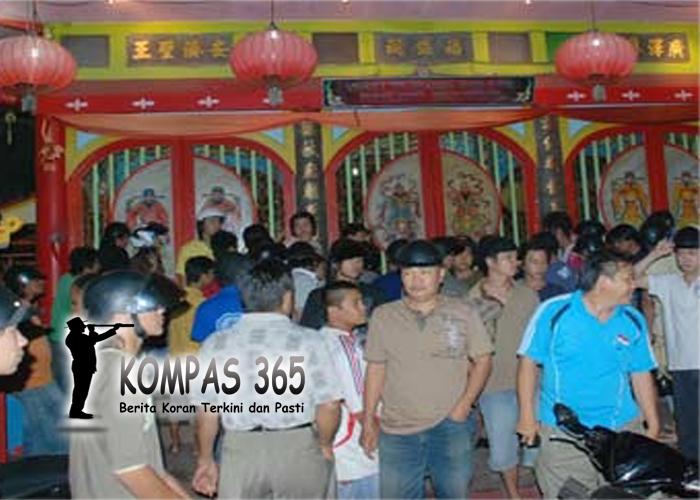 Rusuh di Vihara Tri Dharma Bumi Raya Singkawang