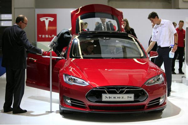 Mobil Listrik Tesla Motors